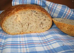 domácí chleba s vlašskými ořechy