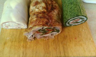 zleva - sýrová roláda, kuřecí roláda a špenátová roláda s lučinou a lososem