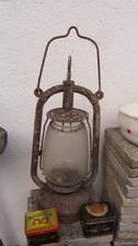 stará vozová lampa