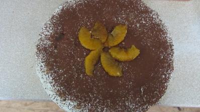 dort ze zakysané smetany, piškotů, pomerančů a kakaa