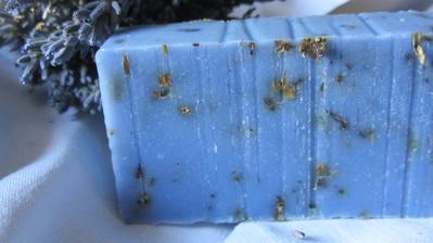 A toto je MOJE PRVNÍ, samostatně namíchané a vyrobené levandulové mýdlo!