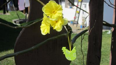 jarně vyzdobená branka, aby jaro vědělo, že je vítáno!