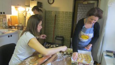 přijely neteře a pekly jsme, degustovaly vaječňák a zdrbly jsme zbytek rodiny :-)