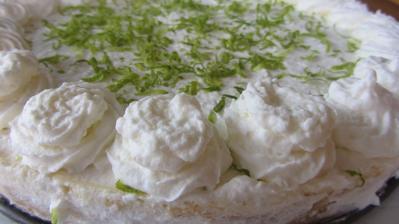 limetkový cheesecake se šlehačkou