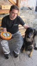 U nás se dnes slaví narozeniny! Puck Černá tečka (14.10.) a manžel (17.10.) Na párty přišla i kočka Whisky a kocour Fernet
