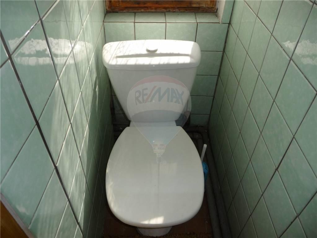Facelift koupelny - WC  - původní stav při koupi domu před cca 10 lety.