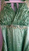 zelene spolocneske saty, L