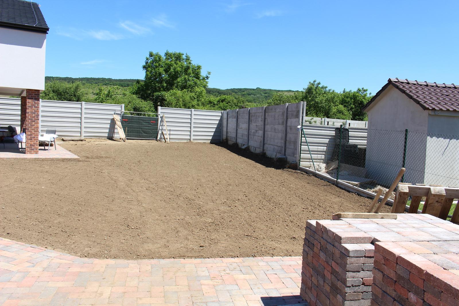 Exteriér - záhrada - Zarovnávanie terénu