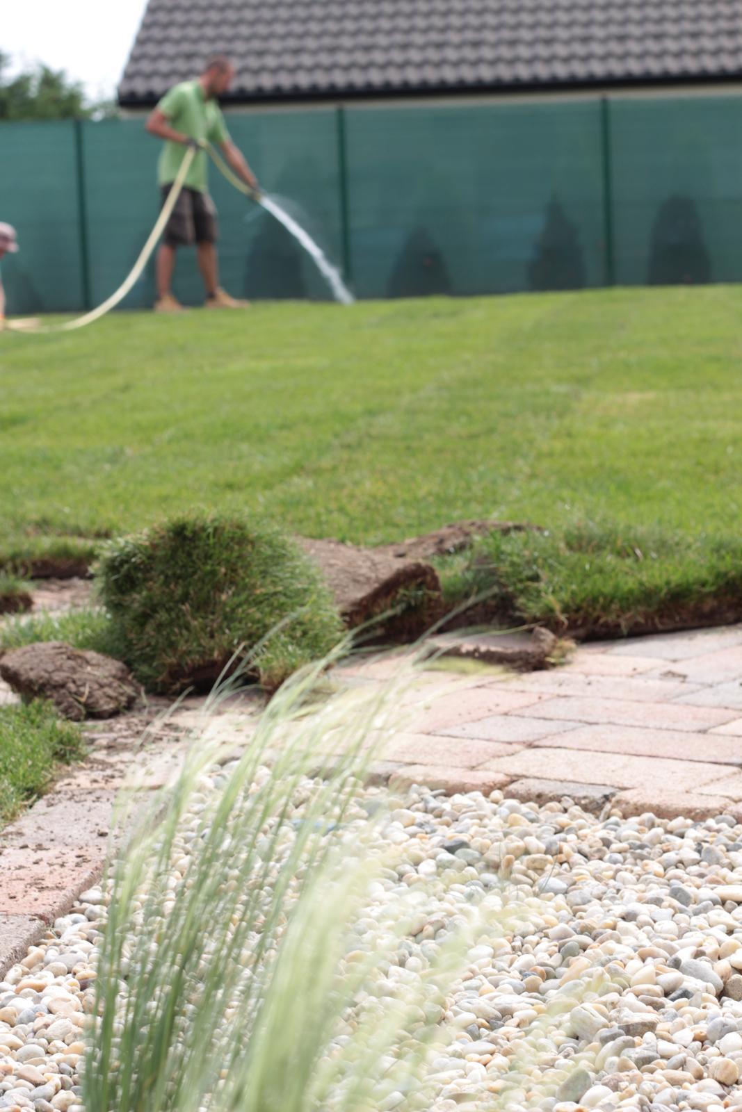 Exteriér - záhrada - Záhradník sa činí