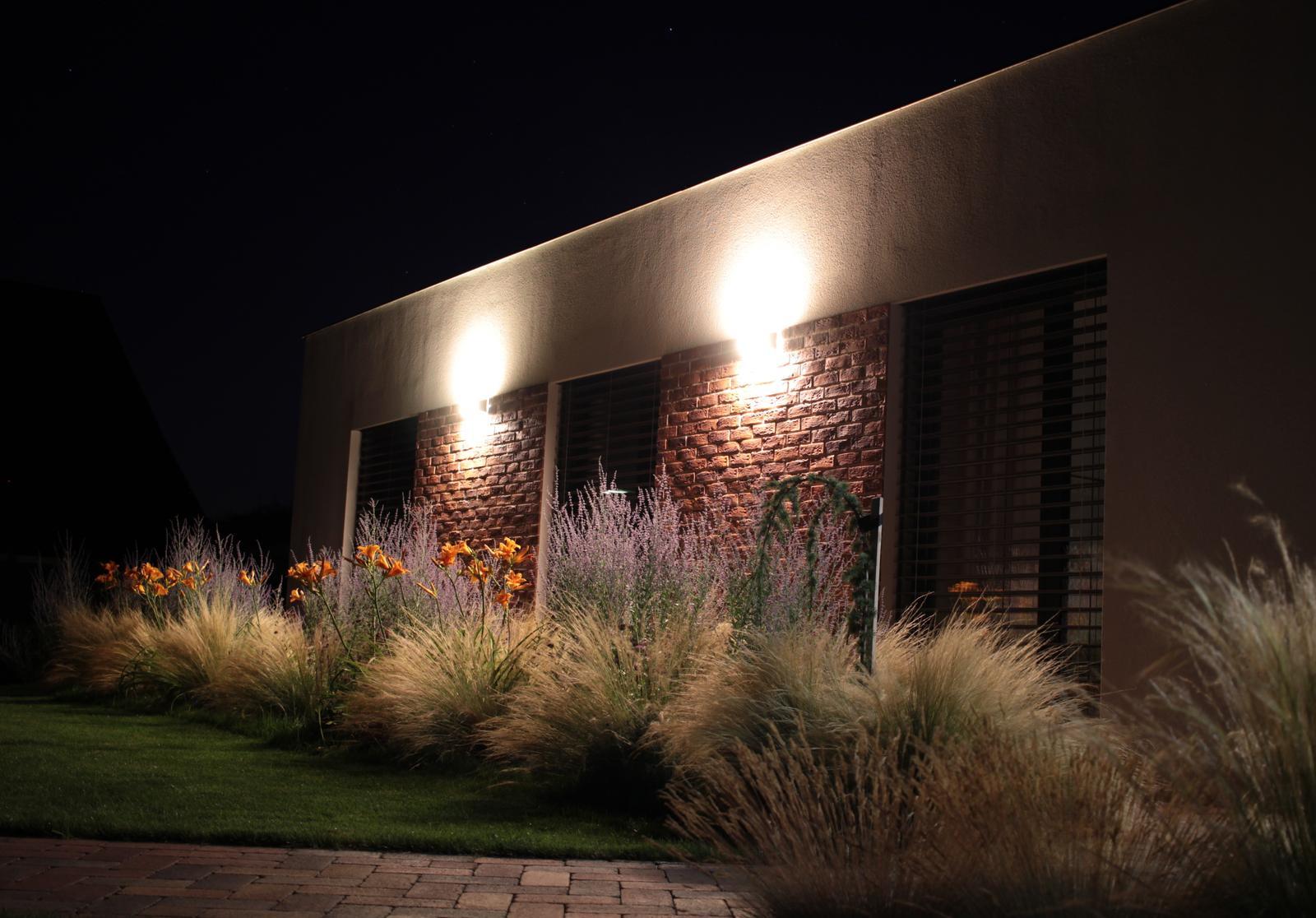 Exteriér - záhrada - Pri nočnom osvetlení