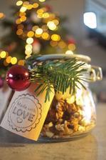 Tento rok sa darovala domáca vianočná granola