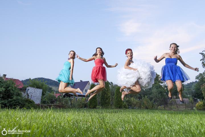 Lucka{{_AND_}}Jožko - modrá je segra, ďalšie dve sesterky :) nasmiali sme sa jak kone pri tom fotení :D