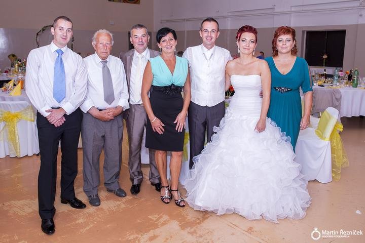 Lucka{{_AND_}}Jožko - napravo maminka, naľavo svokrovci so švagrom a môj dedko :) ešte chýba segra