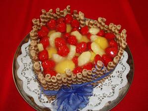 doplňkový dort - uvnitř vše s příchutí ananasu
