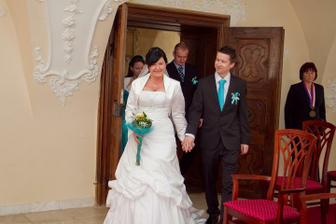 Napochodování do svatební síně :) zrovna nejlépe se netvářím :)