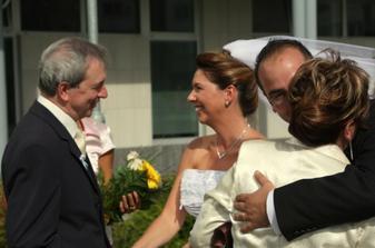 prvé gratulácie....ocko s maminou
