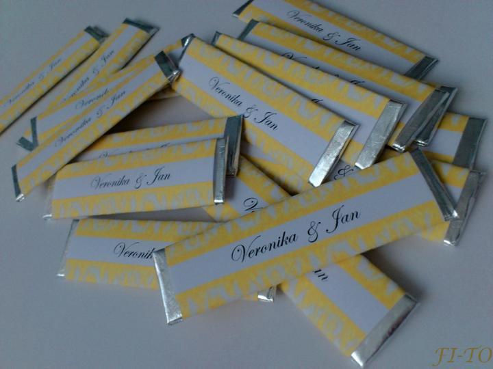 Svatební doplňky v barvě zlata - Jmenovky žvýkačky - text dle přání