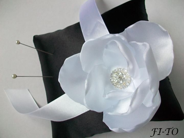 Svatební doplňky v barvě bílo černé - Obrázek č. 1