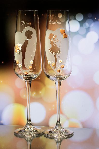 Svatební skleničky v srdíčku - Obrázek č. 1