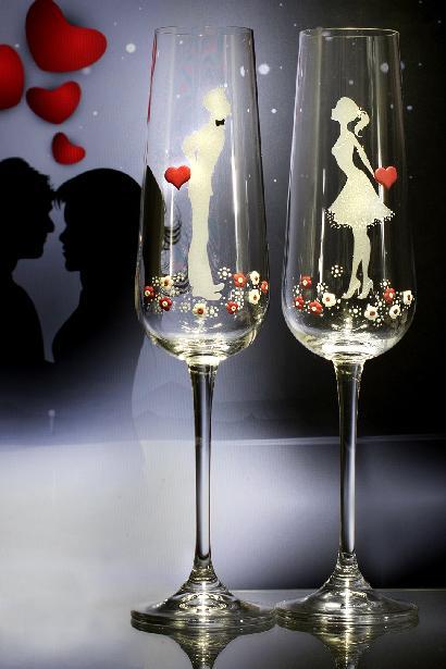 Svatební sklenice se srdíčky - Obrázek č. 1