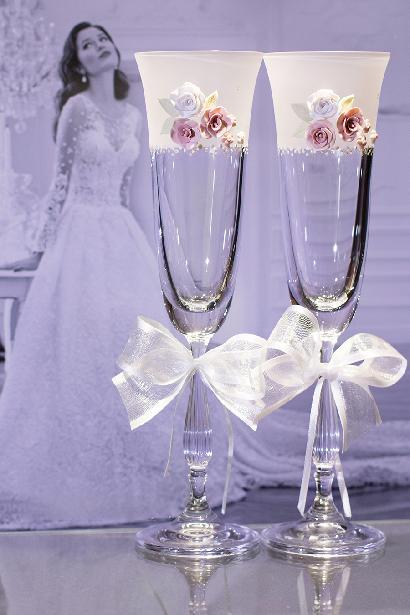 Svatební sklenice s růžemi - Obrázek č. 1