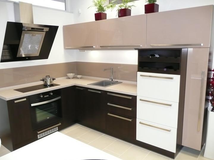 kuchyneprekazdeho - Dvierka-avola hnedá+cappuccino lesk+okapa svetlá lesk, korpus-dub ferrara