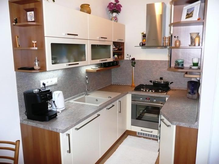 kuchyneprekazdeho - Dvierka-vanilka mat, korpus-orech aida