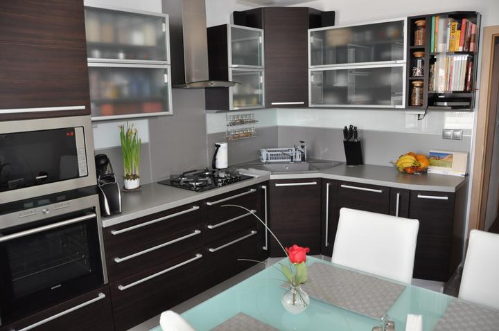 kuchyneprekazdeho - Dvierka-avola hnedá, korpus-dub ferrara