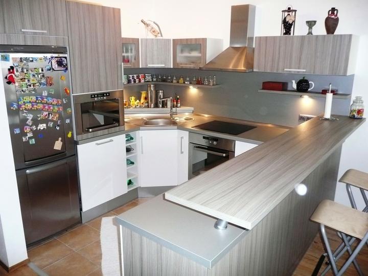 kuchyneprekazdeho - Dvierka-biela lesklá+driftwood, korpus-biely+driftwood
