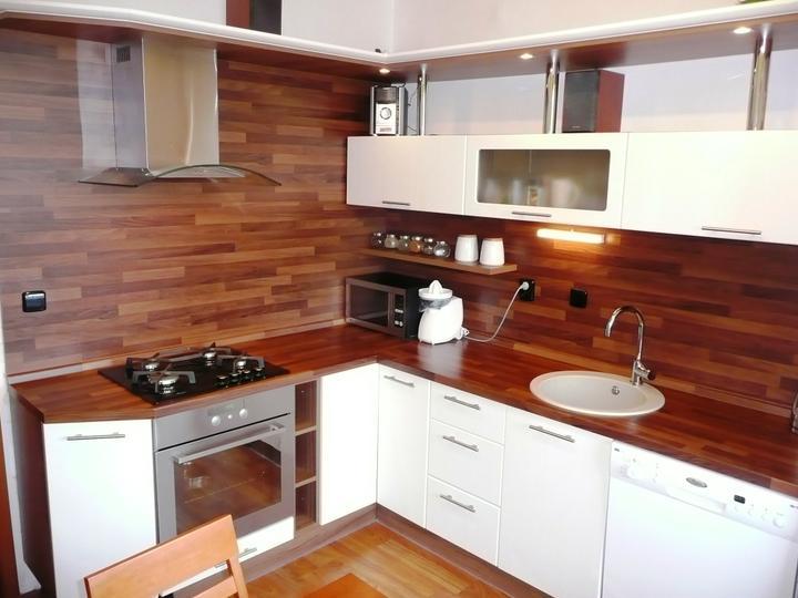 kuchyneprekazdeho - Dvierka-biela vrúbkovaná, korpus-orech dijon