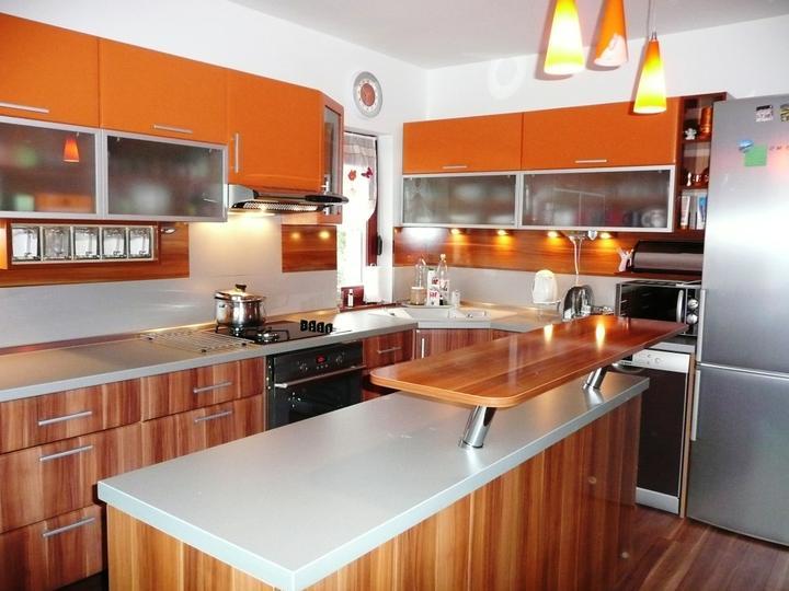 kuchyneprekazdeho - Dvierka-slivka+mandarinka, korpus-jelša+slivka
