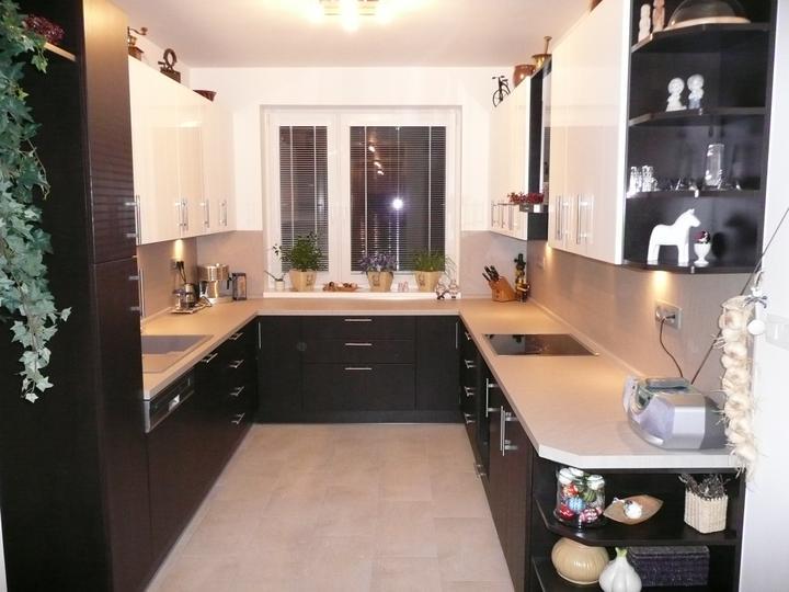kuchyneprekazdeho - Dvierka-avola hnedá+biela lesklá, korpus-dub ferrara