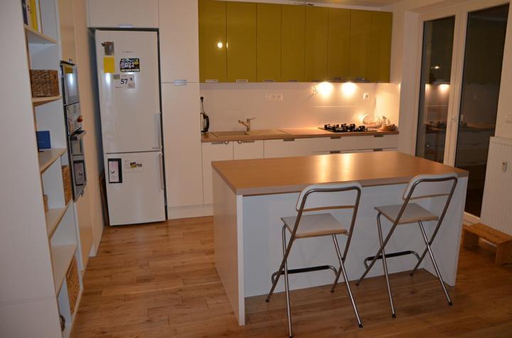kuchyneprekazdeho - Dvierka-biela matná+oliva lesklá, korpus-biely