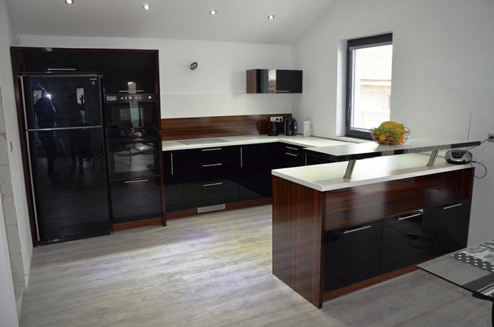 kuchyneprekazdeho - Dvierka-čierna lesklá, korpus-makassar