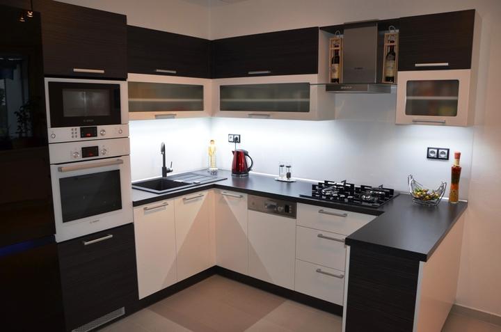 kuchyneprekazdeho - Dvierka-portuna čierna+koženka biela, korpus-hacienda čierna+biely