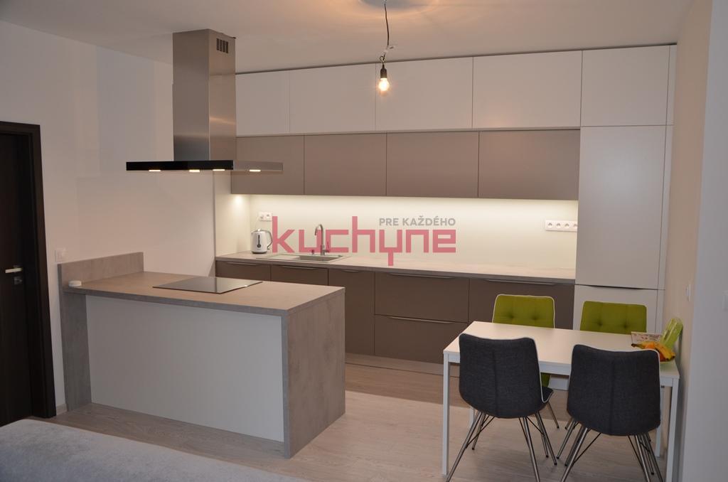 kuchyneprekazdeho - Dvierka-stone+kaschmir+koženka biela, korpus-biely