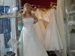 moje kouzelné svatební šatky :-)