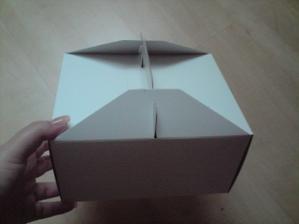 složená velká krabice