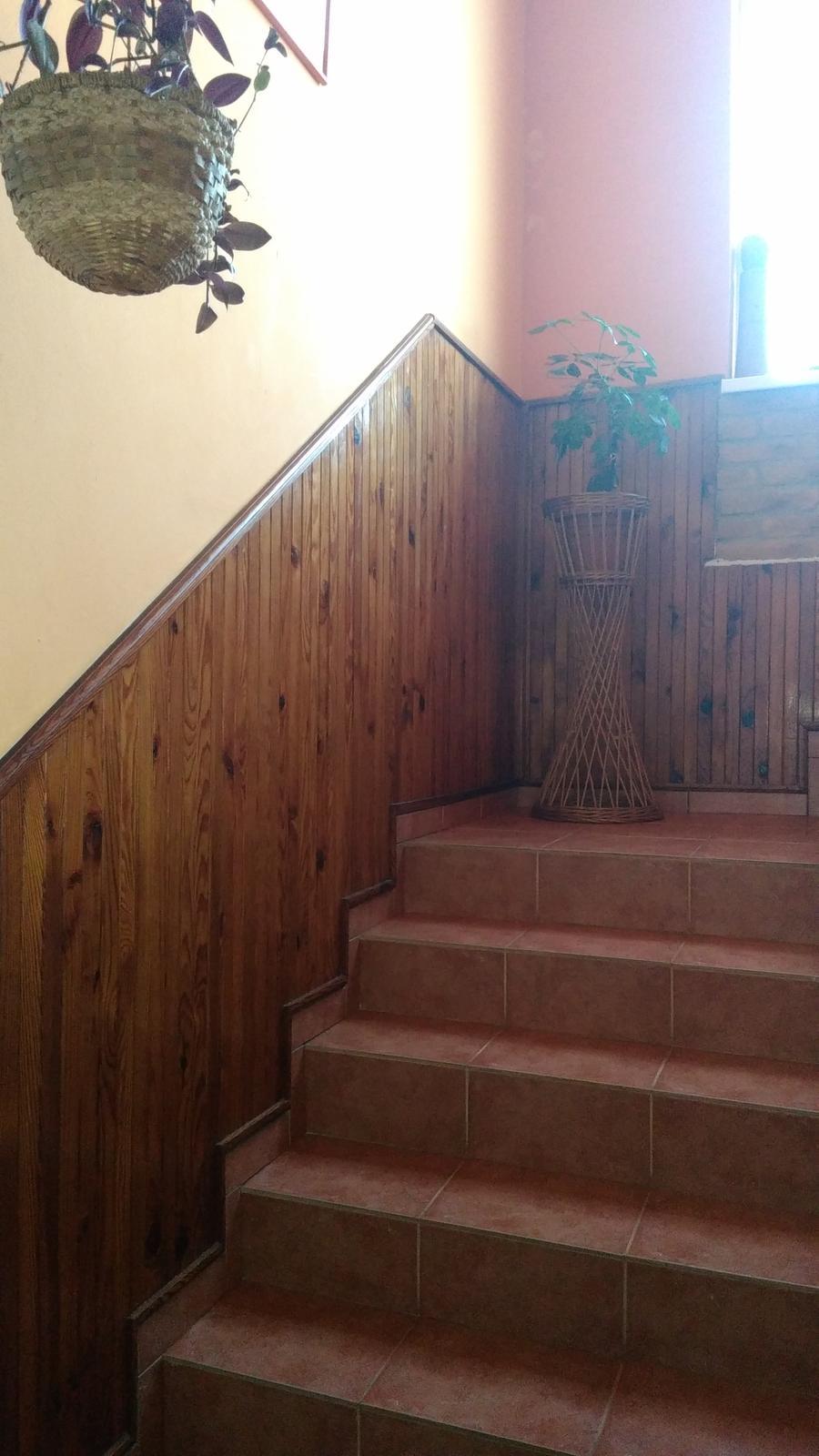 Máme na schodisku drevený... - Obrázok č. 1