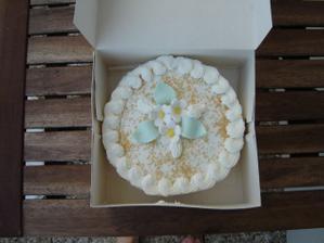 Vysluzka bola mensia torta. Bolo to prekvapko pre hosti