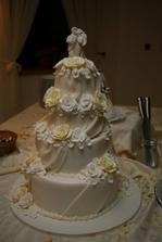 Torta bol zlaty klinec vecera. Ani sa nam ju nechcelo krajat.