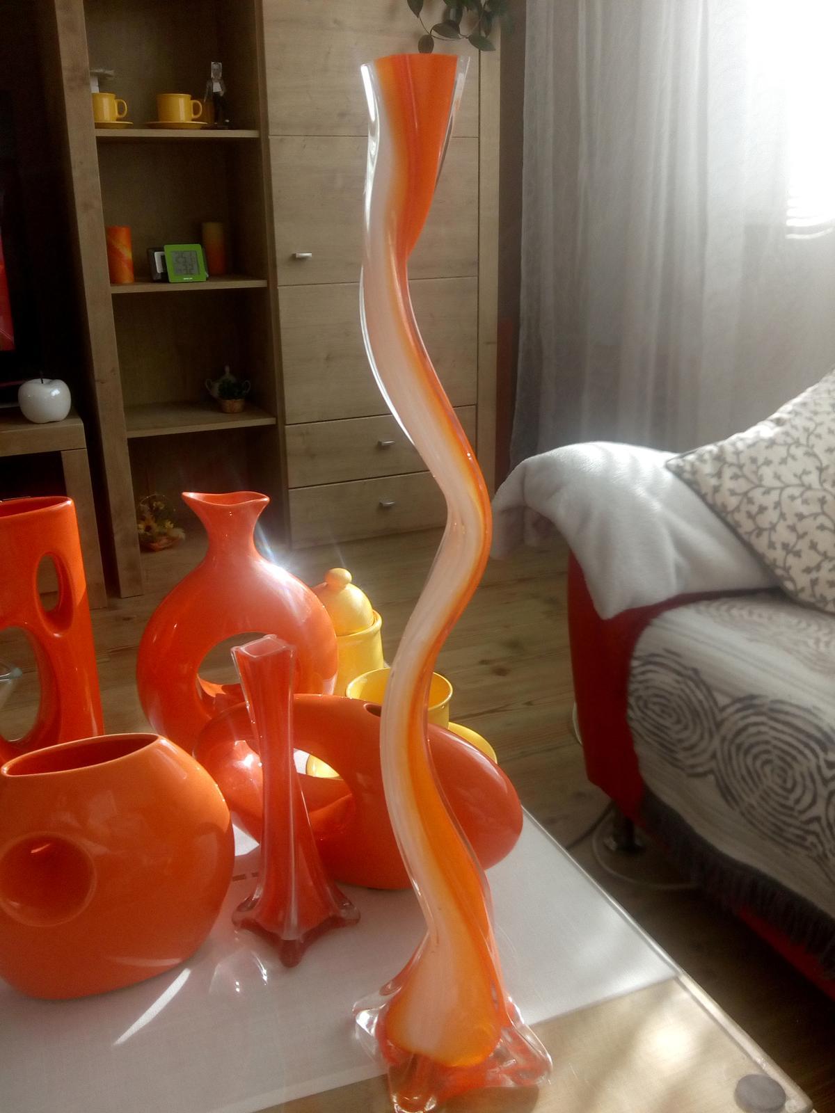 vysokú oranžovú vázu - Obrázok č. 1