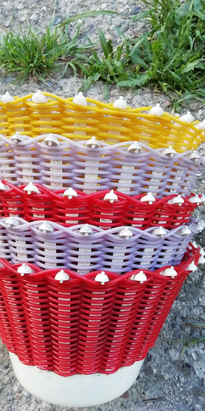 Retro - plastové kvetináče - Obrázok č. 1