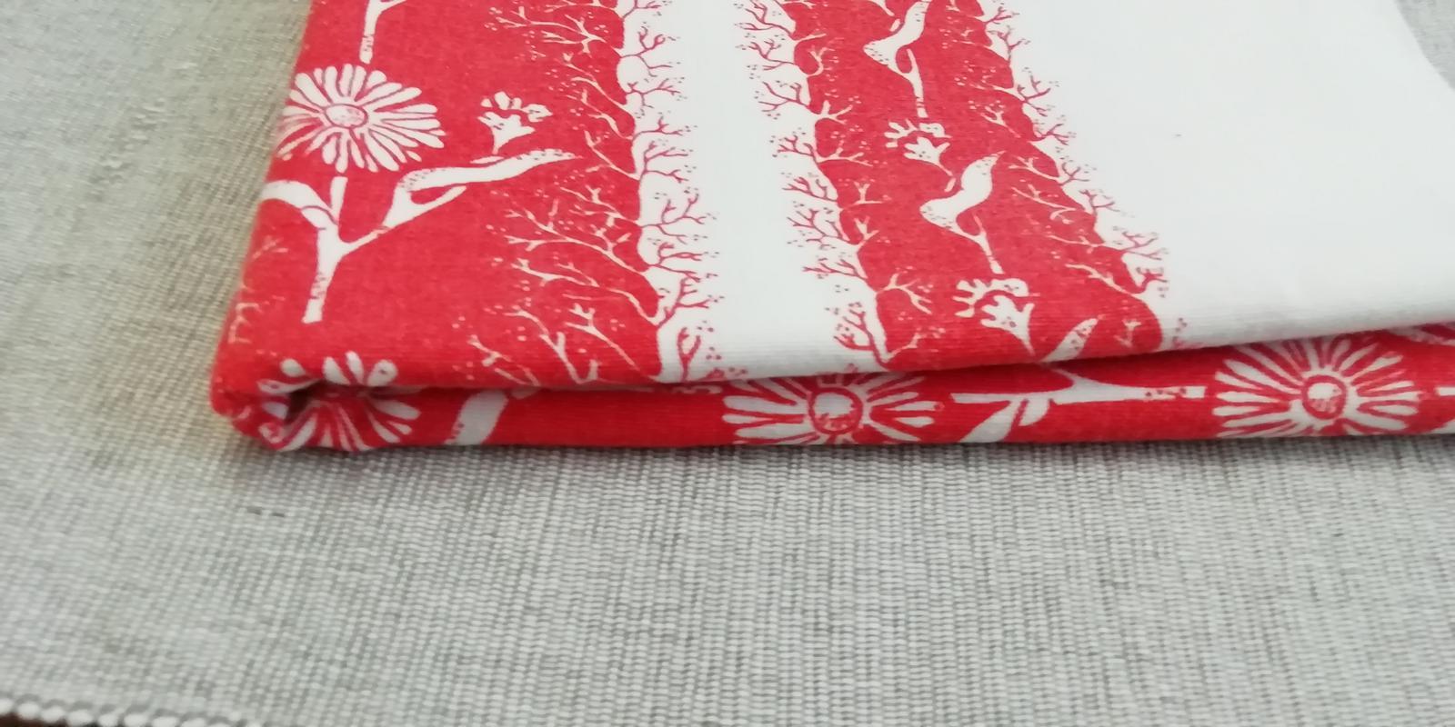 Obrus červeno - biely kvetovaný - Obrázok č. 2