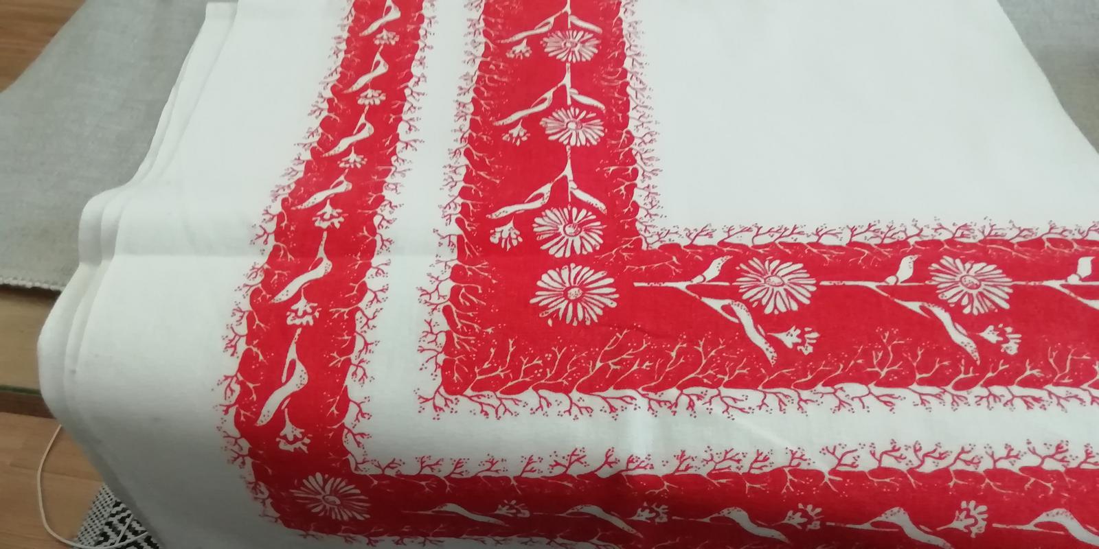 Obrus červeno - biely kvetovaný - Obrázok č. 4