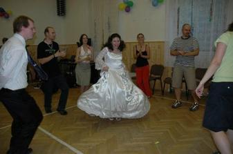 nevěsta řádí