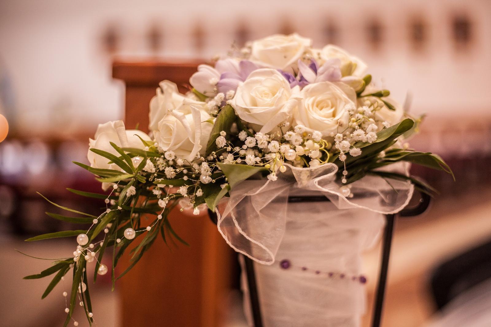 Terézia{{_AND_}}Peter - Moja svadobná v pripravenej vázičke pri oltári...