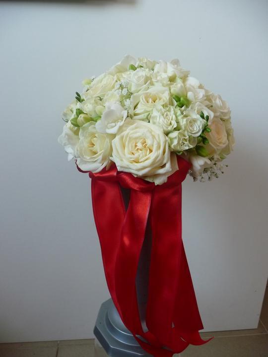 Svadobná výzdoba -Červena a svadobne kytice - Obrázok č. 1