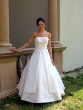 mé svatební šaty na nevěstě