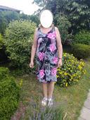 Šaty s růžovými květinami, 42